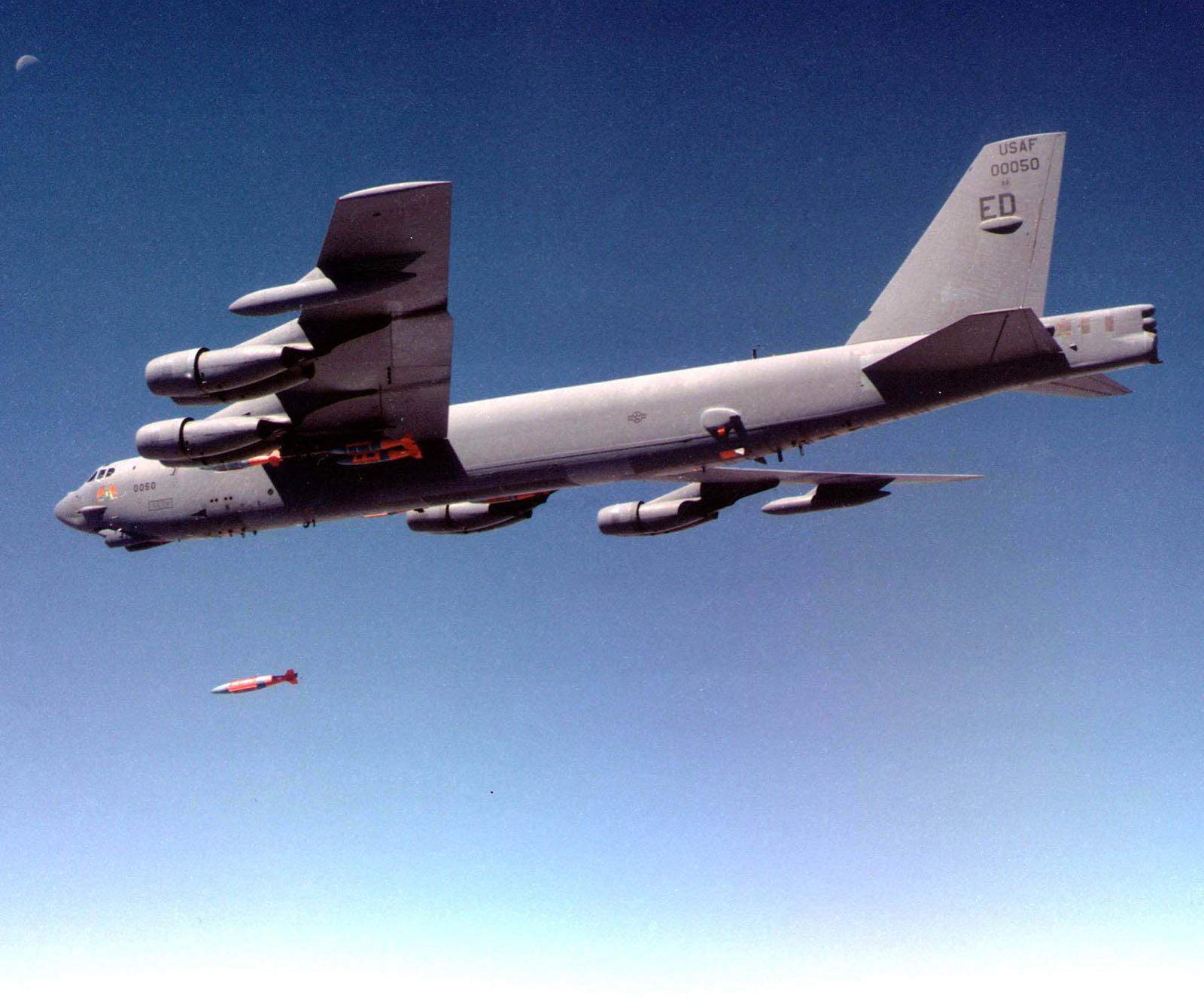 http://www.cybermodeler.com/aircraft/b-52/images/021105-o-9999g-014.jpg