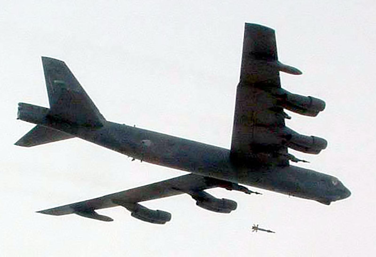 http://www.cybermodeler.com/aircraft/b-52/images/030408-f-0000c-002.jpg