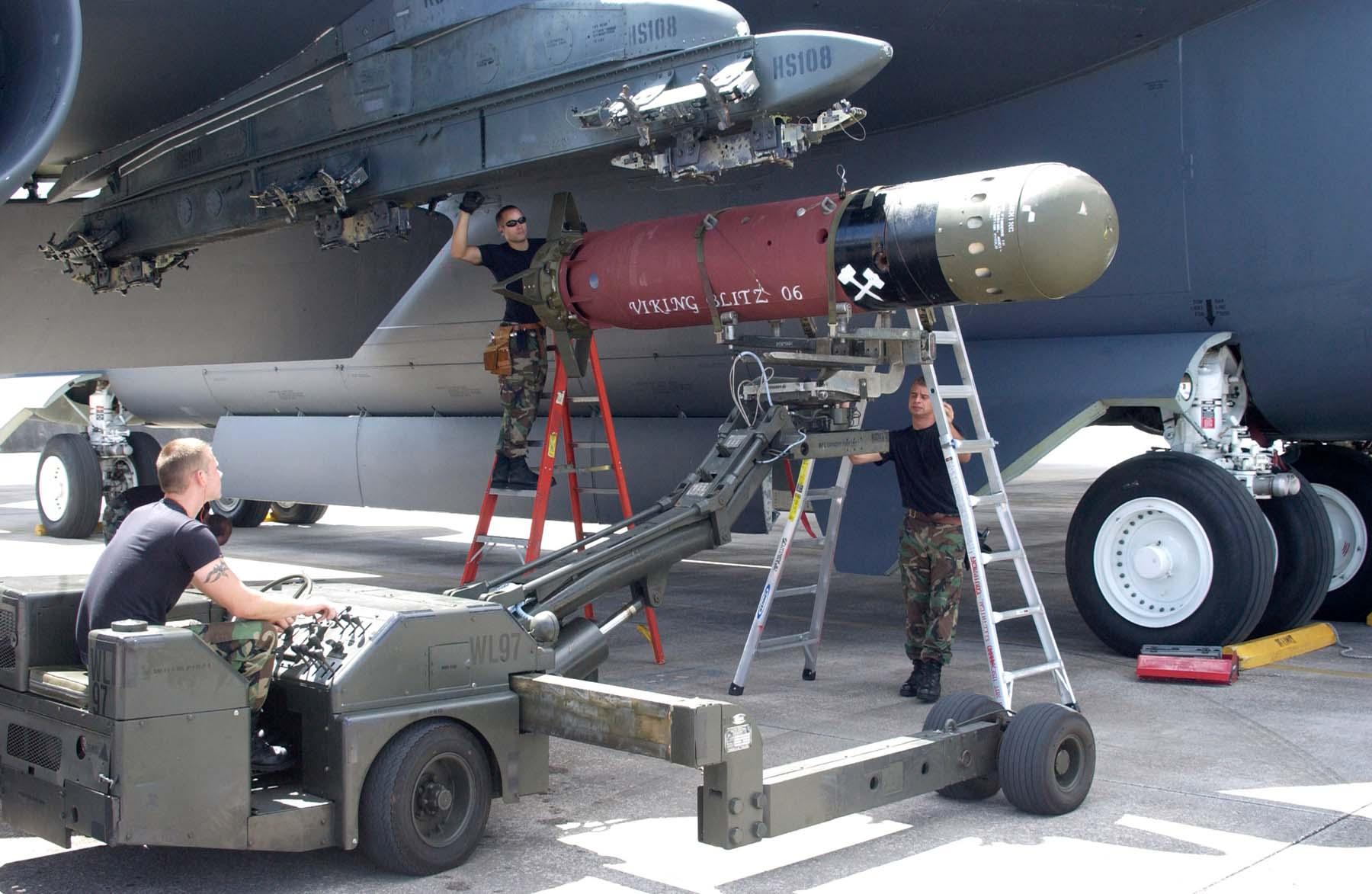 http://www.cybermodeler.com/aircraft/b-52/images/061102-f-4972p-102.jpg