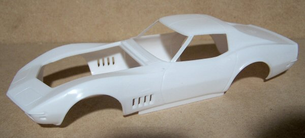 Revell 1/25 1969 Corvette Coupe Kit First Look