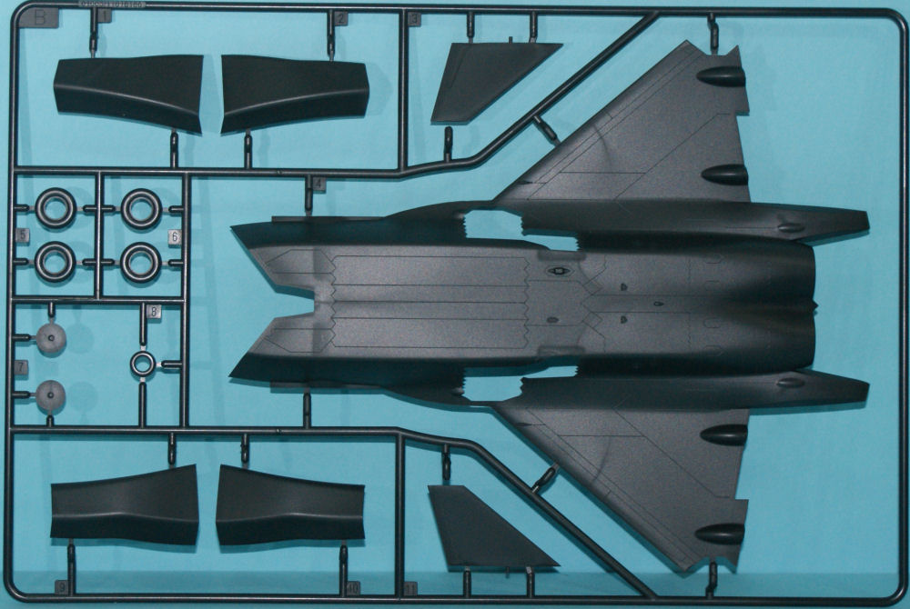 Trumpeter 01663 1/72 J-20 Mighty Dragon Kit First Look