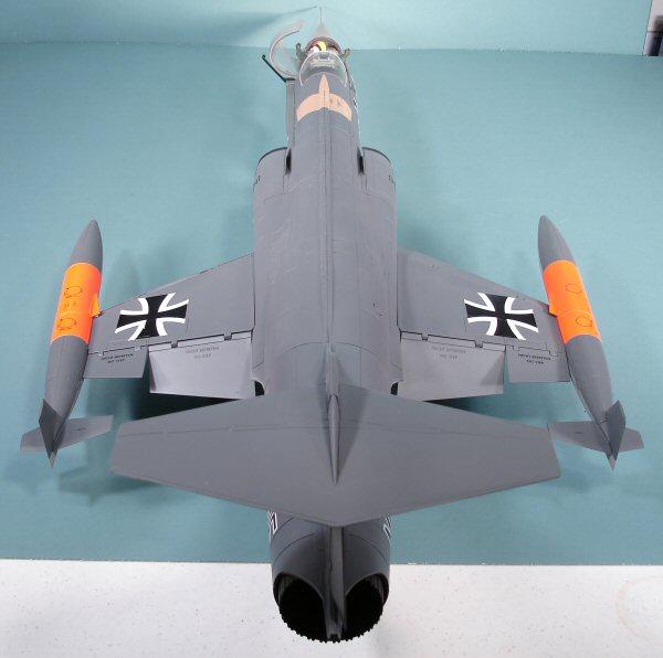 21st Century Toys 1 18 F 104g Starfighter Kit First Look